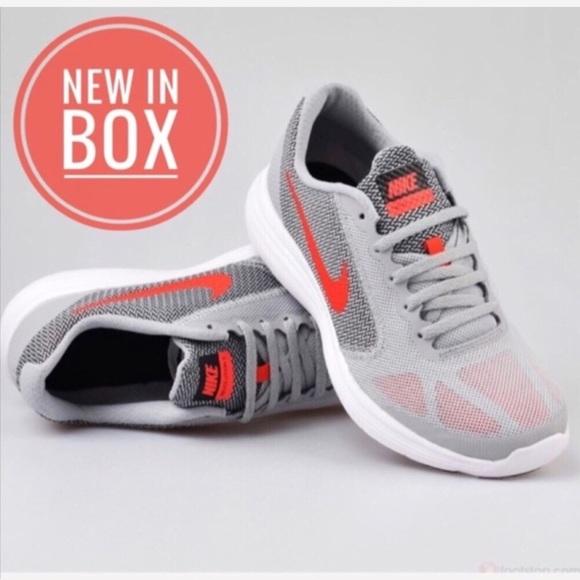 09e6beba54d NEW NWT Nike Women s Revolution 3 Running Shoe